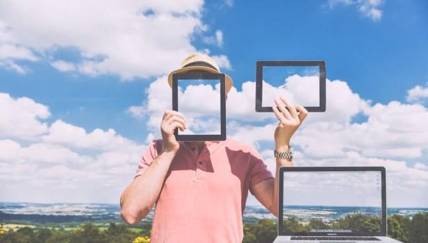 nature-laptop-outside-macbook